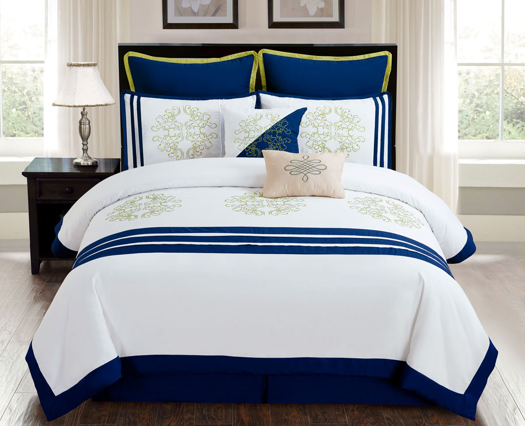 12 Piece CAL King Karessa Navy White BED IN A BAG W 600TC