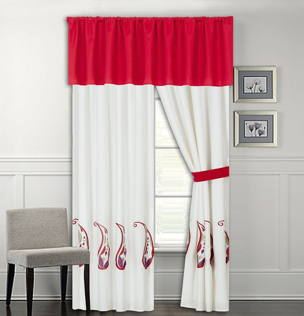 Bedding set with matching curtains