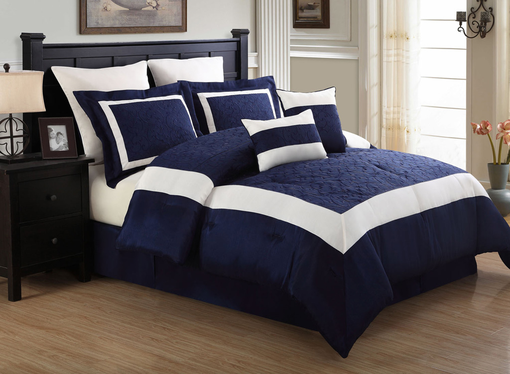 12 piece queen luke navy and white embroidered bed in a bag w 600tc sheet set ebay. Black Bedroom Furniture Sets. Home Design Ideas