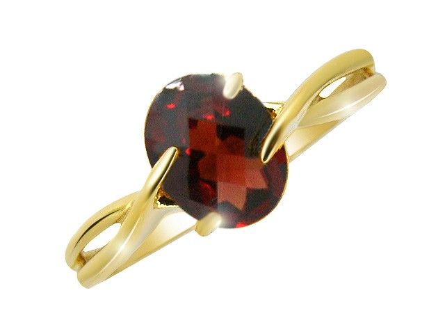 9ct Garnet Yellow Gold Ring