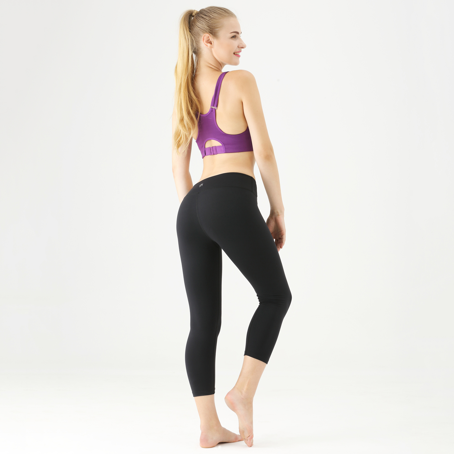 Made with you in mind in a variety of fabrics, styles, and fits, our women's workout clothes are meant to move with you through any activity. Whether you're looking for tank tops, t-shirts, or sports bras, find the right shirts for your workout.