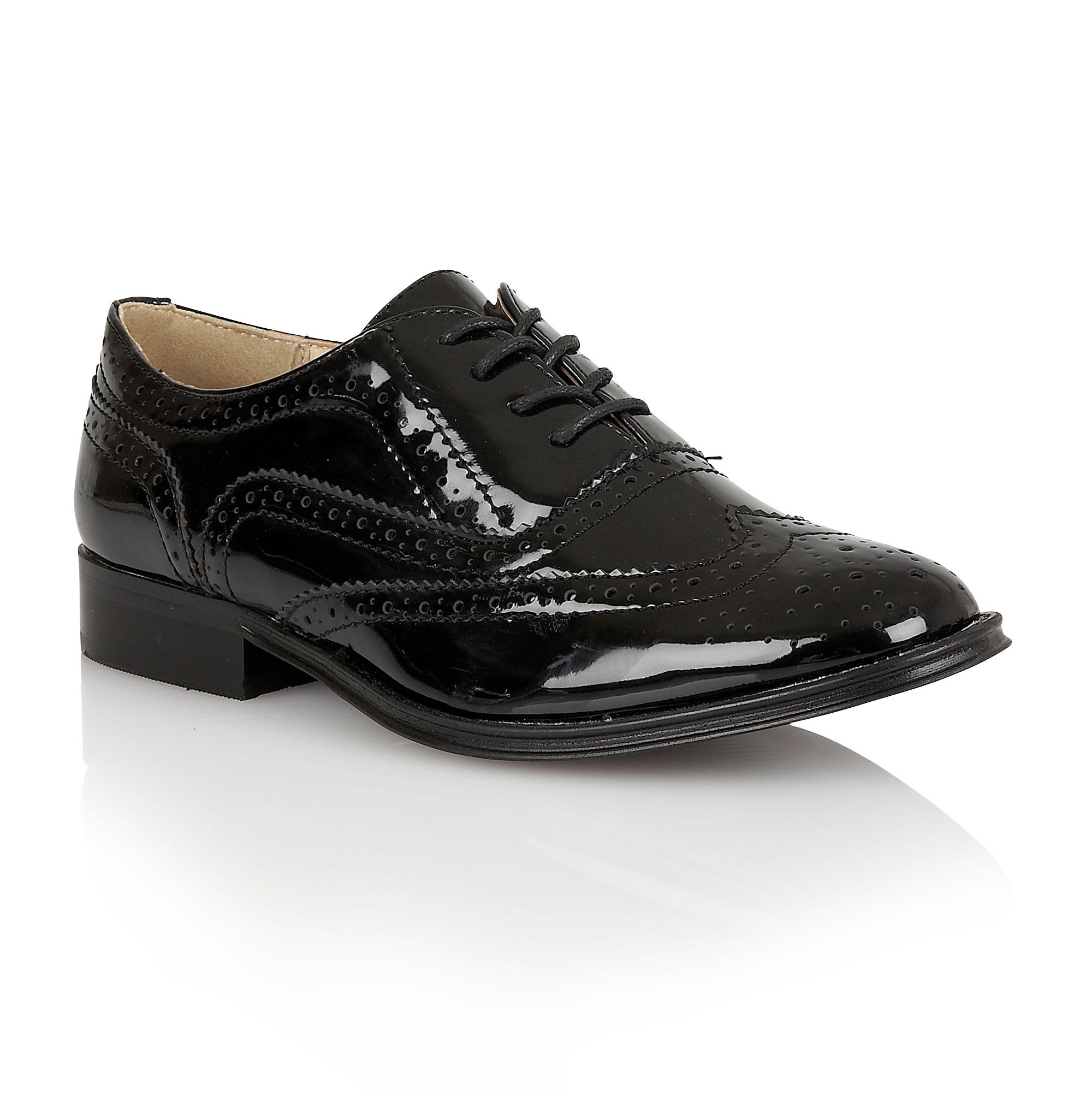 Black platform mules walking in high heels 2