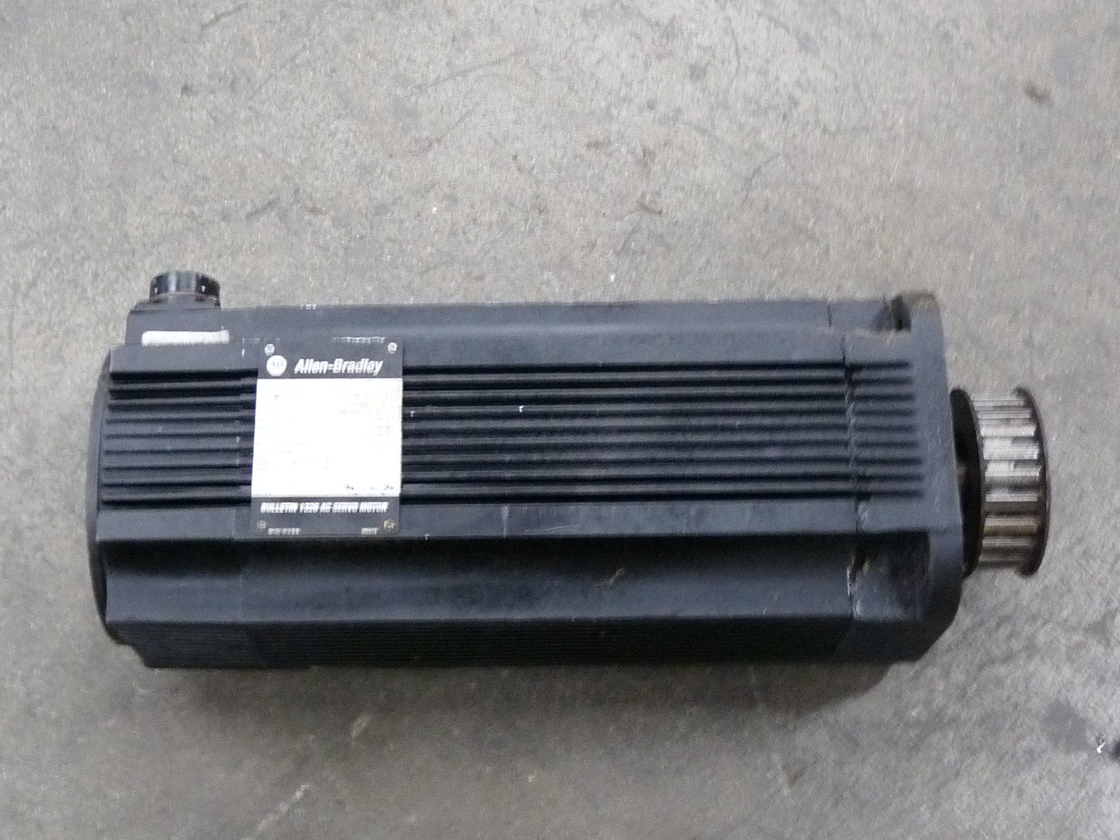 Allen Bradley Reliance 1326ab B530e 21 Servo Motor 460v