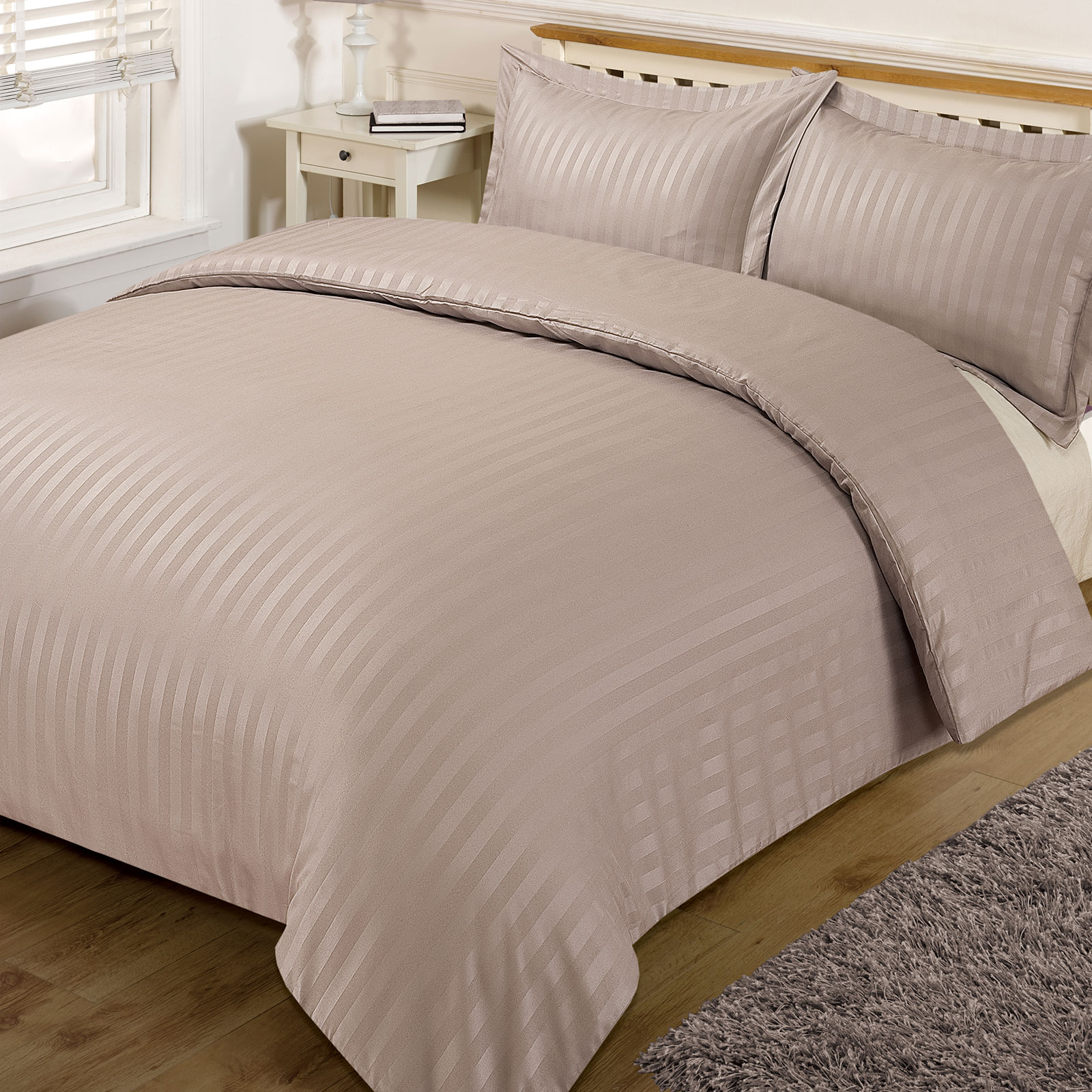 Analogy: duvet is to duvet cover as pillow is to pillowcase. A duvet cover is a protective layer that slips over the duvet and has a closure. Because duvets and comforters can be expensive and difficult to clean, duvet covers are useful because they protect your comforter during use and are easily removed and easy to .