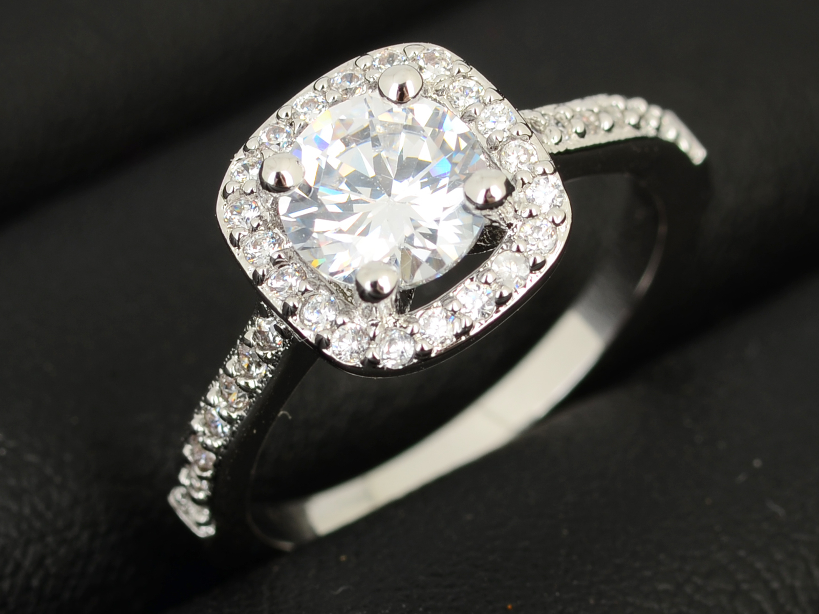 New Women s Wedding Rings Engagement Ring Crystal Jewelry Zircon Size 5 6