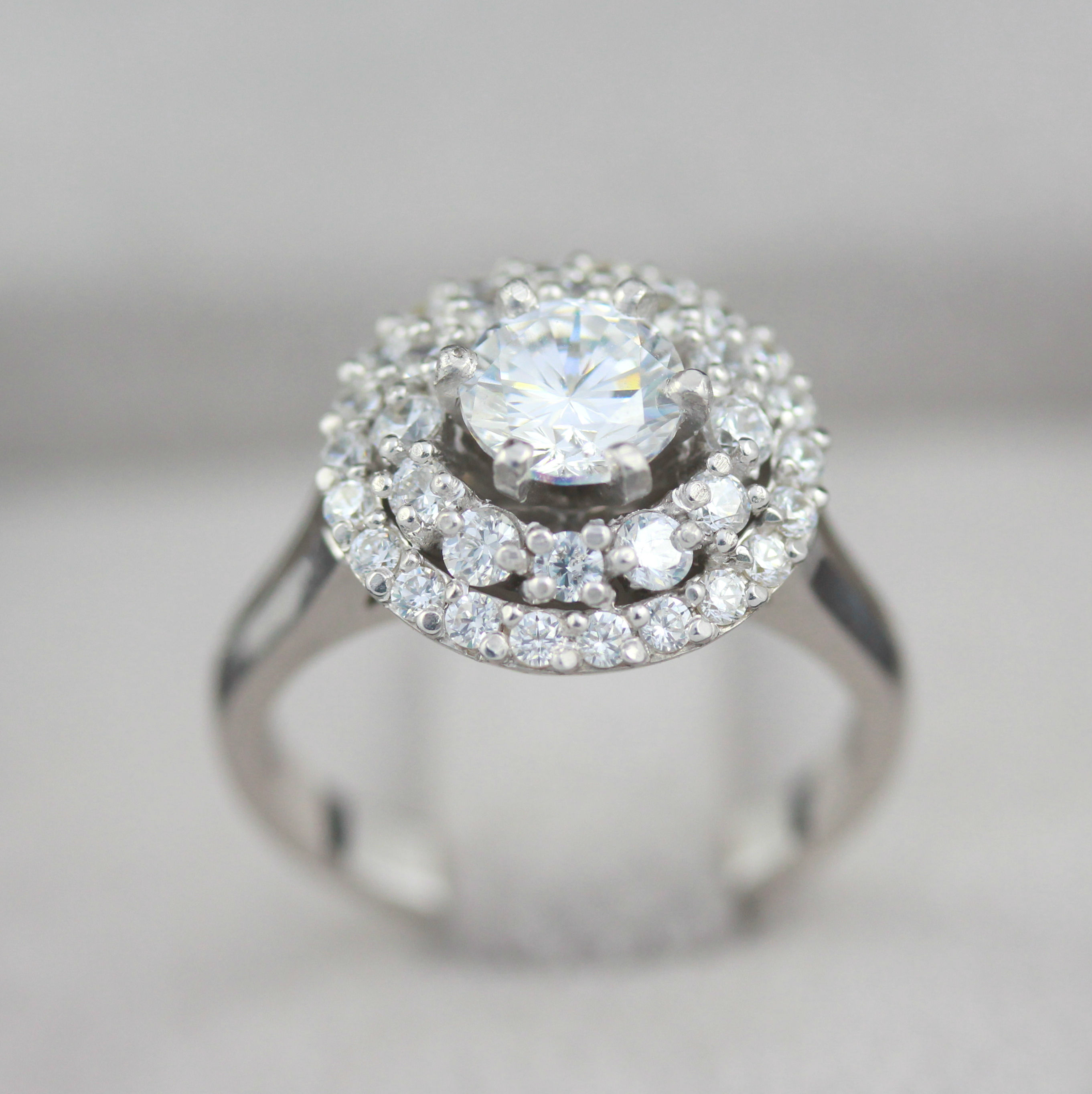 rings of right carat delicate diva diamond zeghani co with ring luxury hand white lovely tififi
