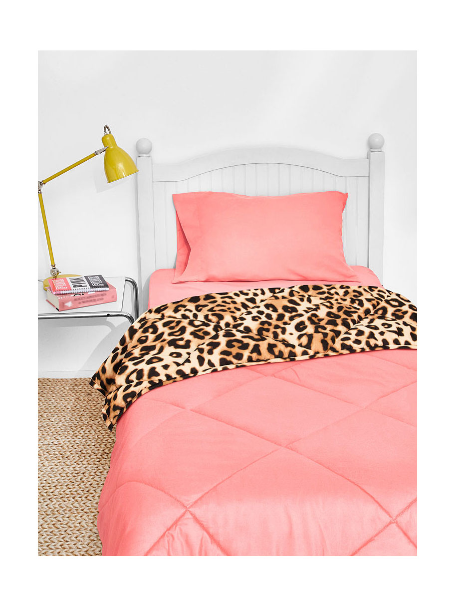 victoria 39 s secret pink bed in a bag queen reversible comforter sheet 5 piece set ebay. Black Bedroom Furniture Sets. Home Design Ideas