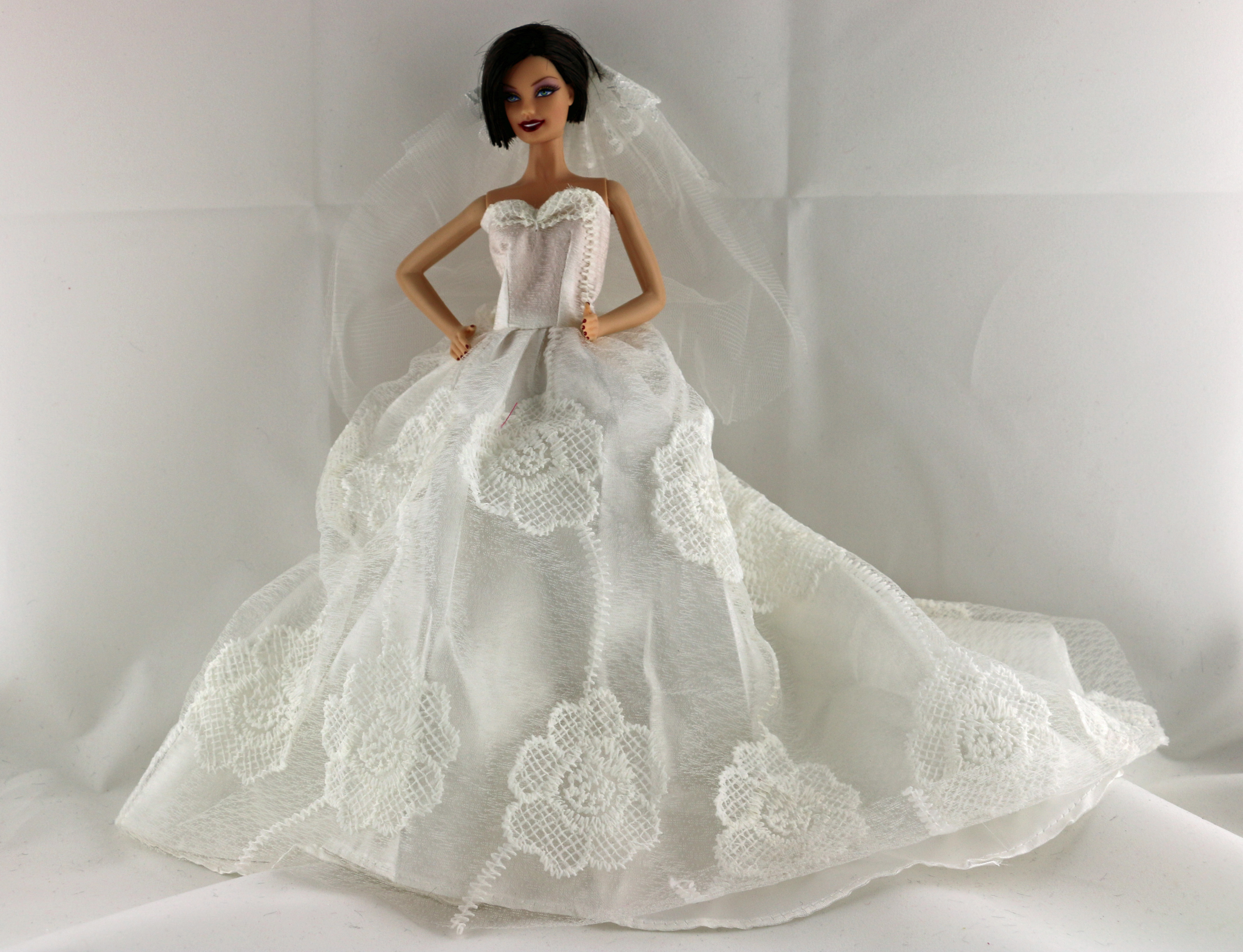 White floral wedding dress with a long train with veil and for Wedding dress with long gloves