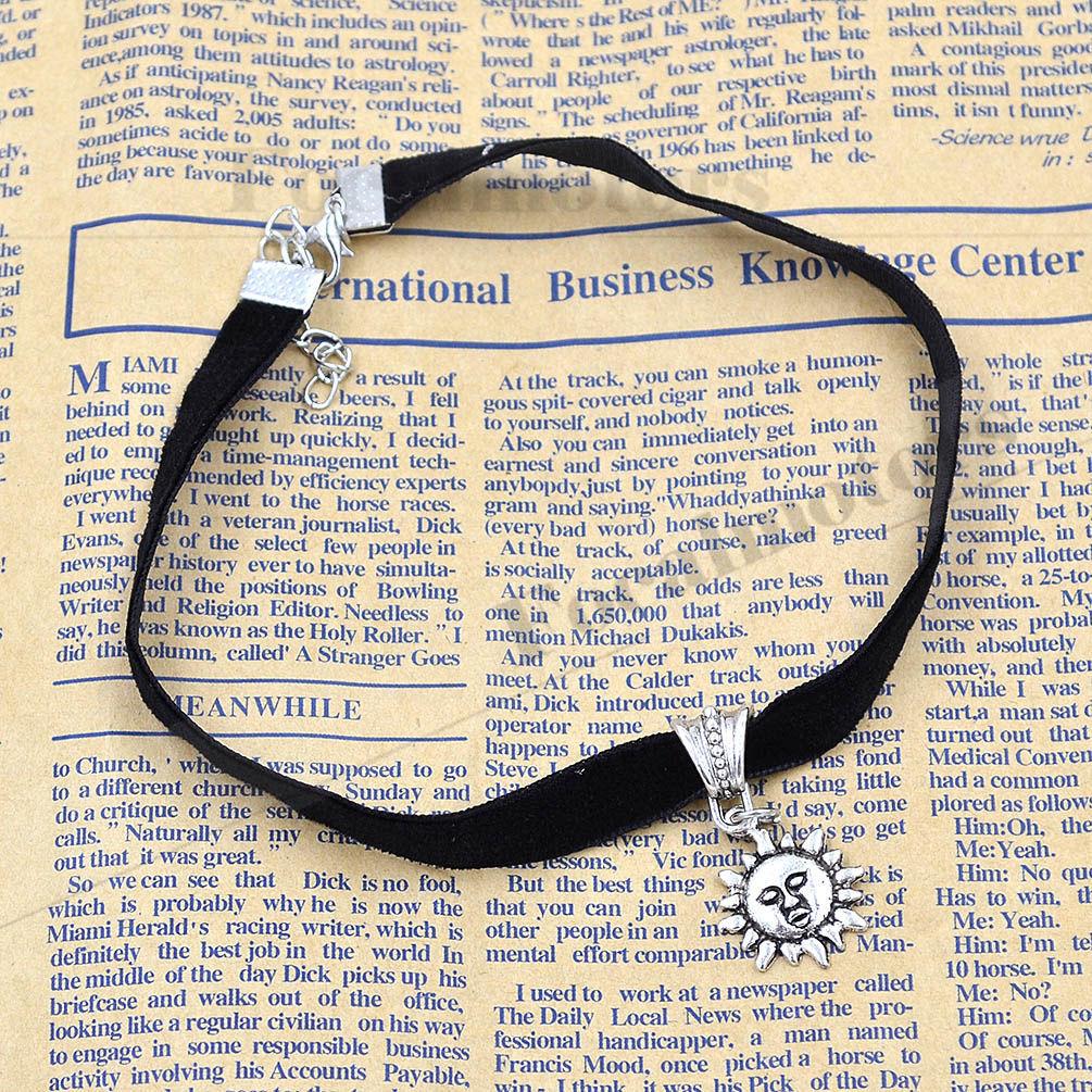 Gothic Velvet Cord Choker Heart Charm Necklace Vintage Retro Boho Star Charm 1PC