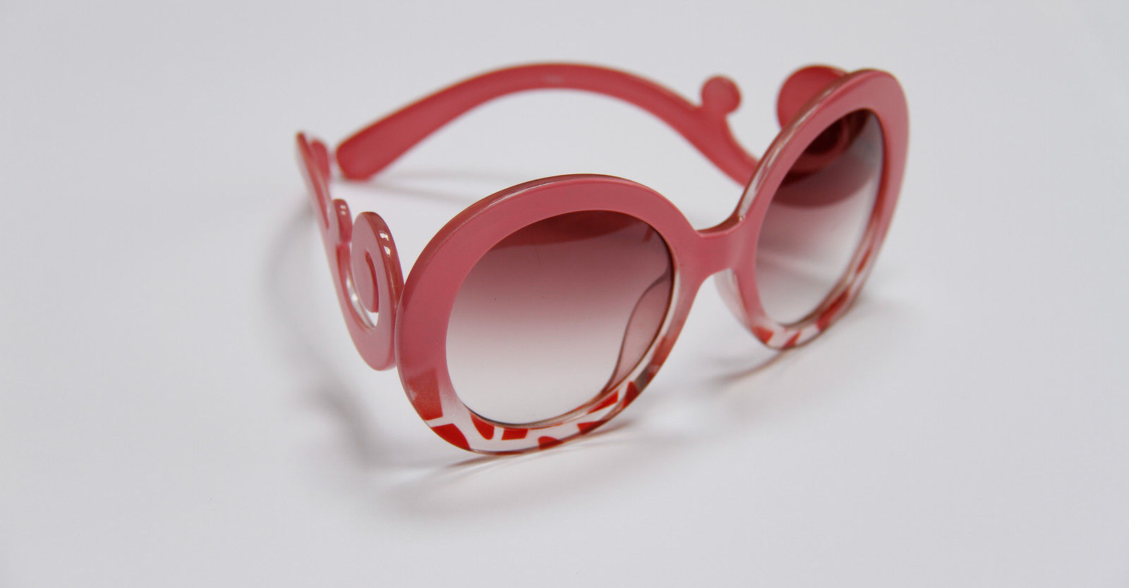 New-Retro-inspired-Women-Butterfly-Clouds-Arms-Semi-Transparent-Round-Sunglasses