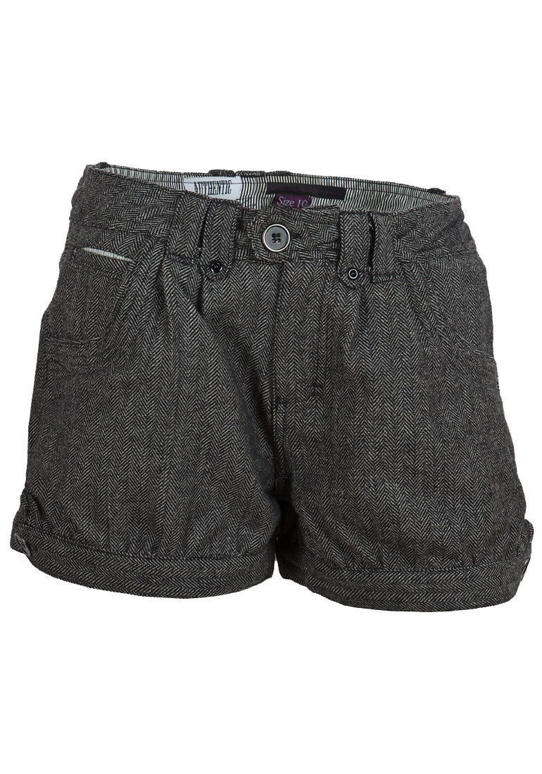 There are a variety of shorts, ranging from knee-length short trousers that can in some situations be worn as formal clothes to beachwear and athletic shorts. Some types of shorts are typically worn by women, such as culottes, which are a divided skirt resembling a pair of loose-cut shorts.