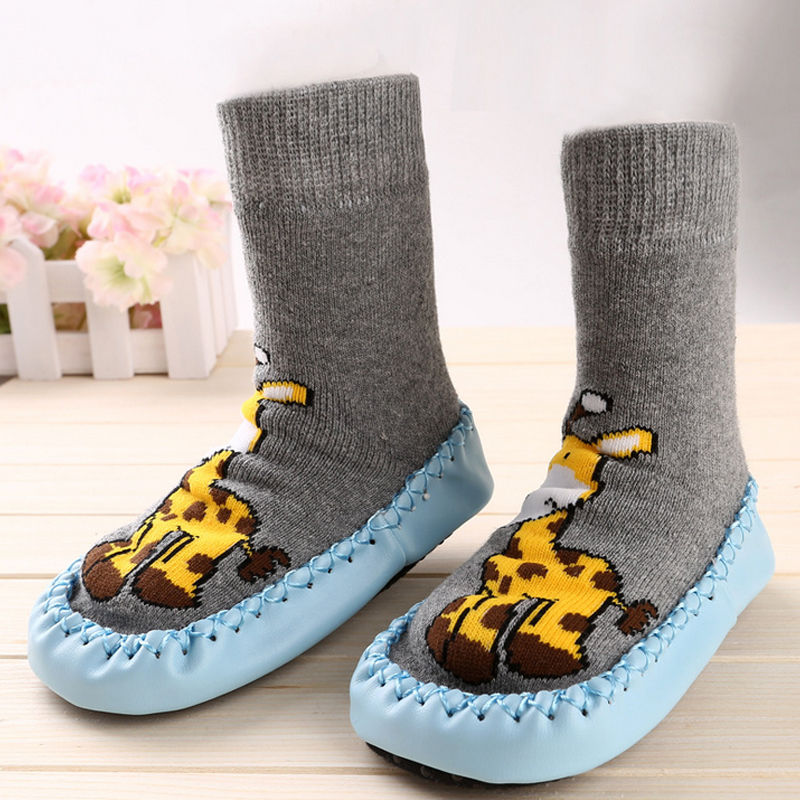 Sturdy, long-wear construction makes shoes for kids from this collection a great buy. Casual kids shoes, boots, sandals, athletic kids shoes, dress shoes and more are offered at great prices. Parents and children all love kids shoes from Gap.