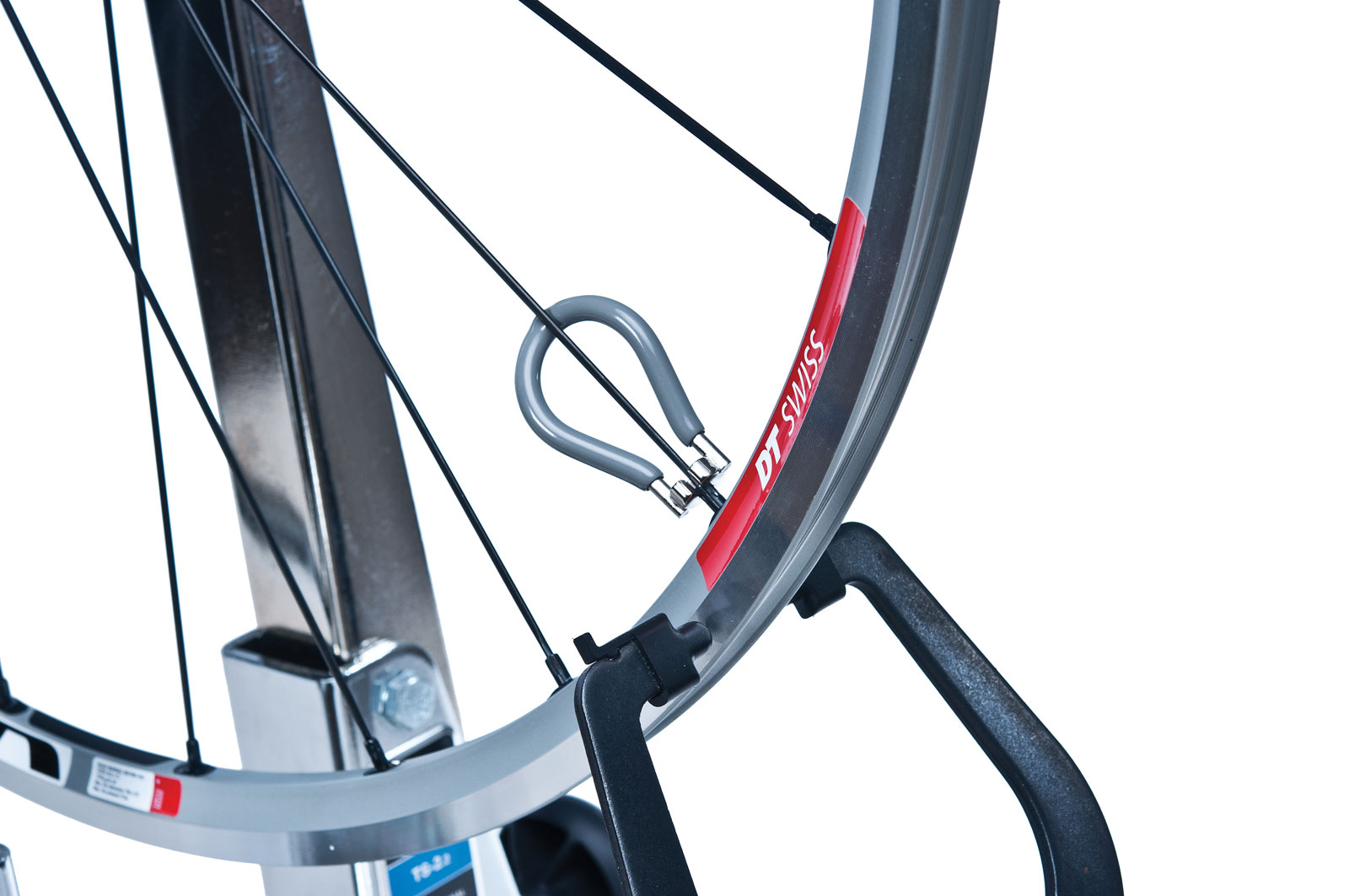 how to put spokes on a bike rim