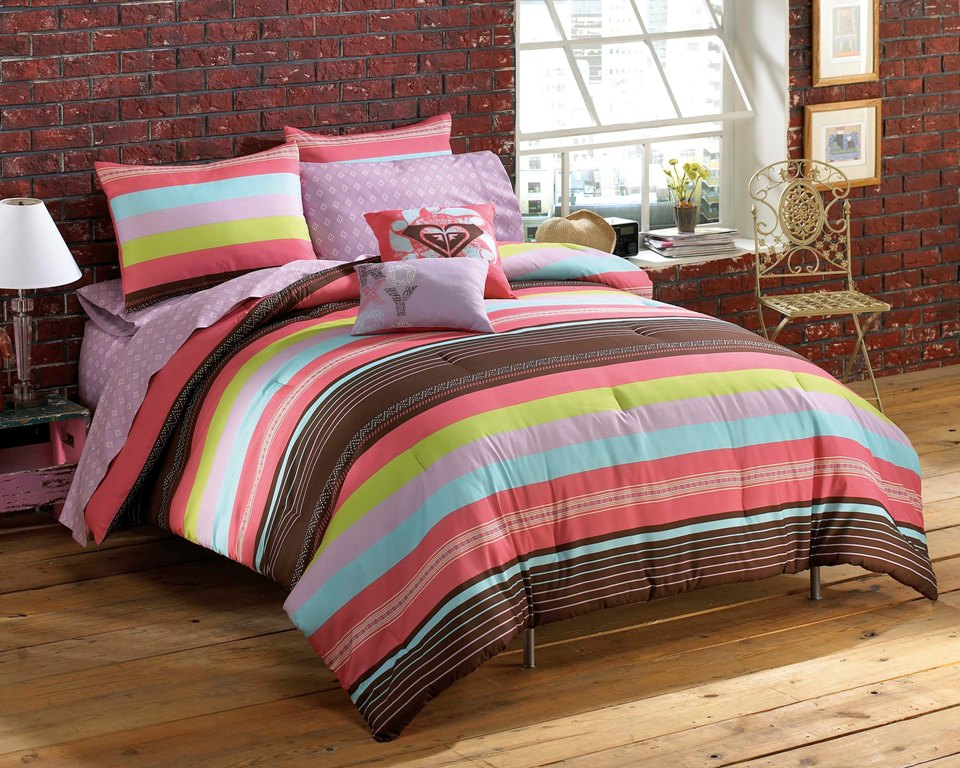 Roxy Summer Stripe Twin XL Bed In A Bag Toss Pillows