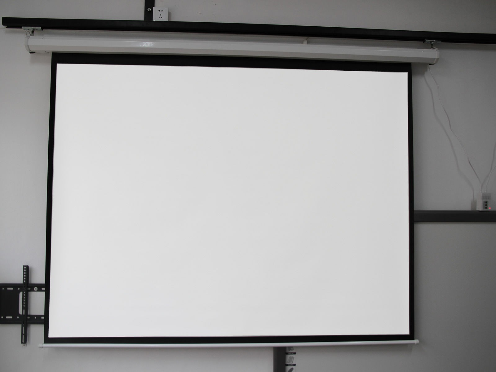 Motorized Electric Auto Projector Projection Screen 100