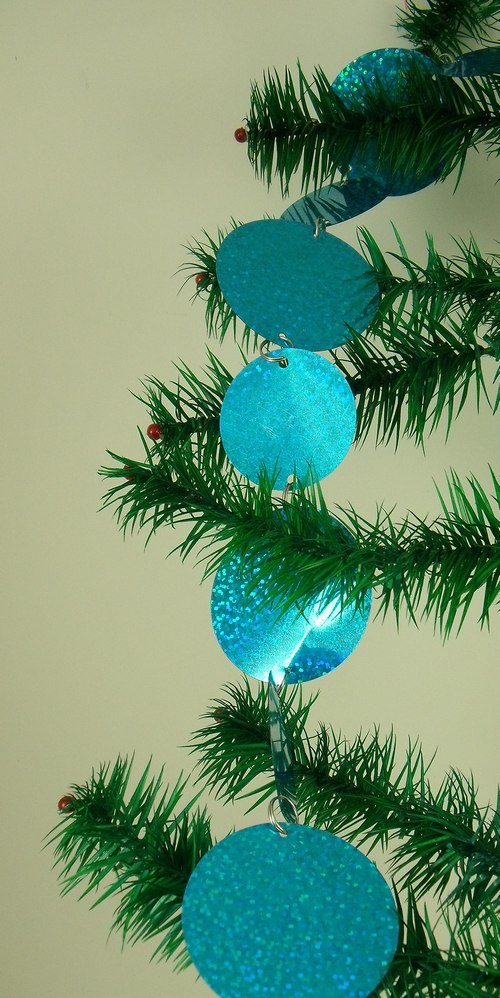 Teal blue metallic disc christmas tree trimming rope