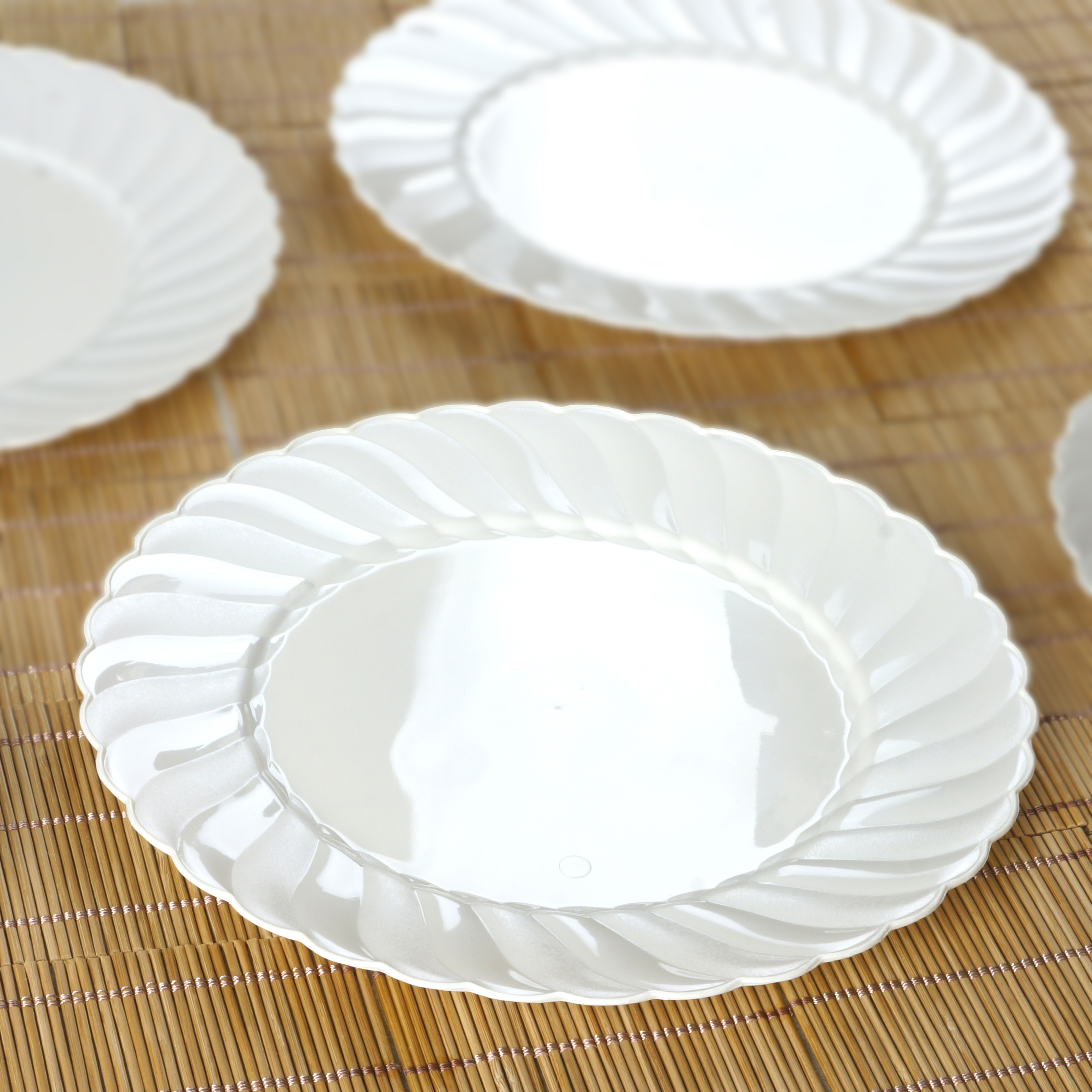 Plastic FLAIRED ROUND 10 DINNER PLATES Disposable TABLEWARE Wedding Cat