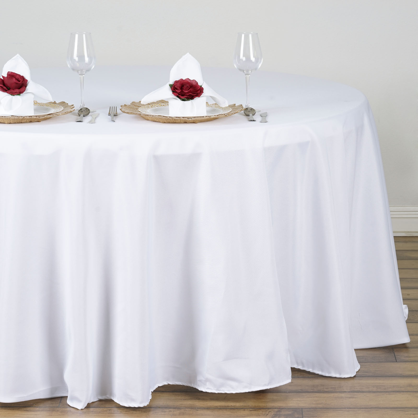 132 round polyester tablecloths for wedding party linens