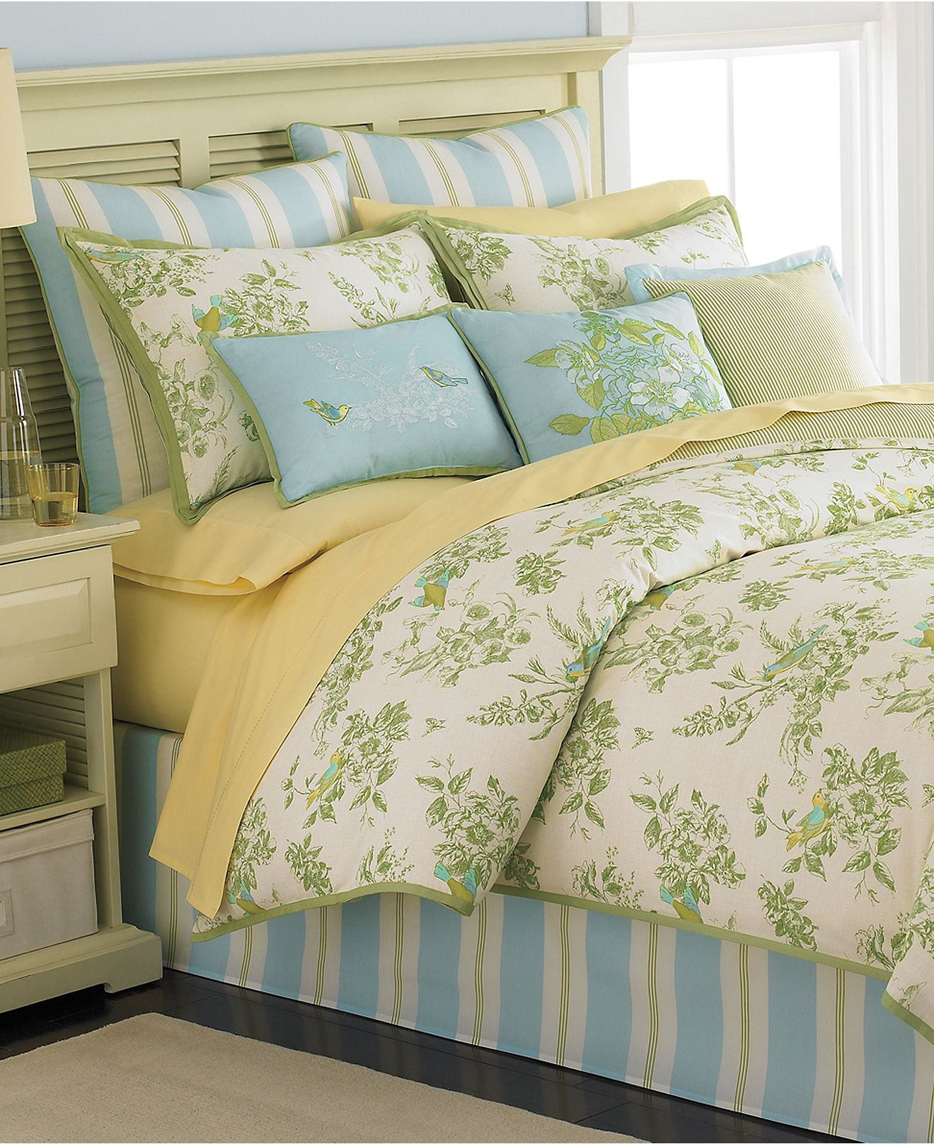 martha stewart collection bedding bluebird garden 6 piece queen comforter set ebay. Black Bedroom Furniture Sets. Home Design Ideas