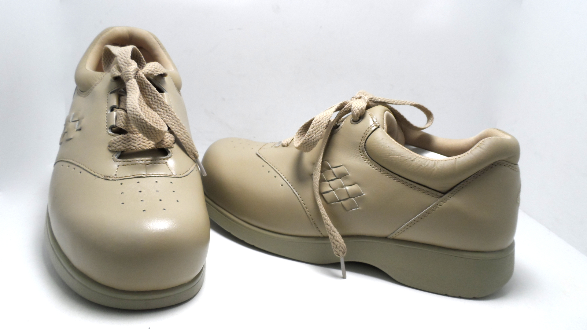 instride women 39 s sanibel lace up comfort shoes taupe size 7 extra wide new ebay. Black Bedroom Furniture Sets. Home Design Ideas