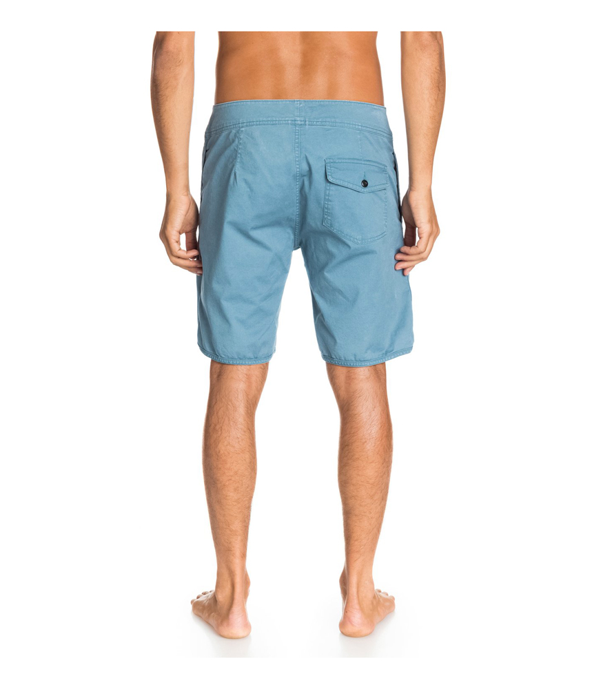 Slip into a new style with a pair of men's shorts. Keep cool on the hottest days with a pair of men's shorts. When summer rolls around, the weather might get too stuffy to wear men's jeans or long pants. Find a suitable pair of lightweight shorts to replace heavier clothing during the sweltering months.
