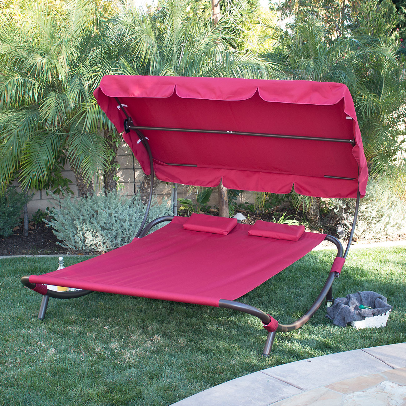Outdoor chaise lounge chairs with canopy outdoor lounge for Garden pool loungers