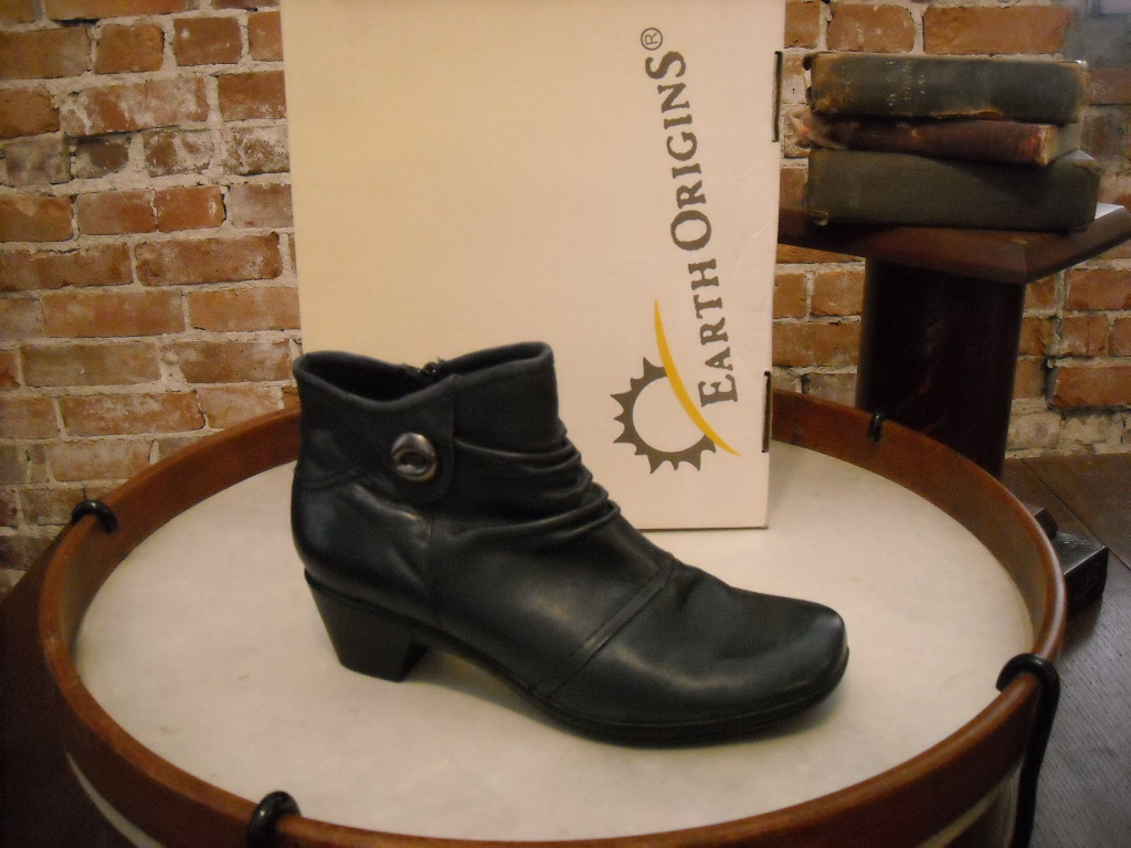 earth origins mallory navy blue leather ruched ankle boot