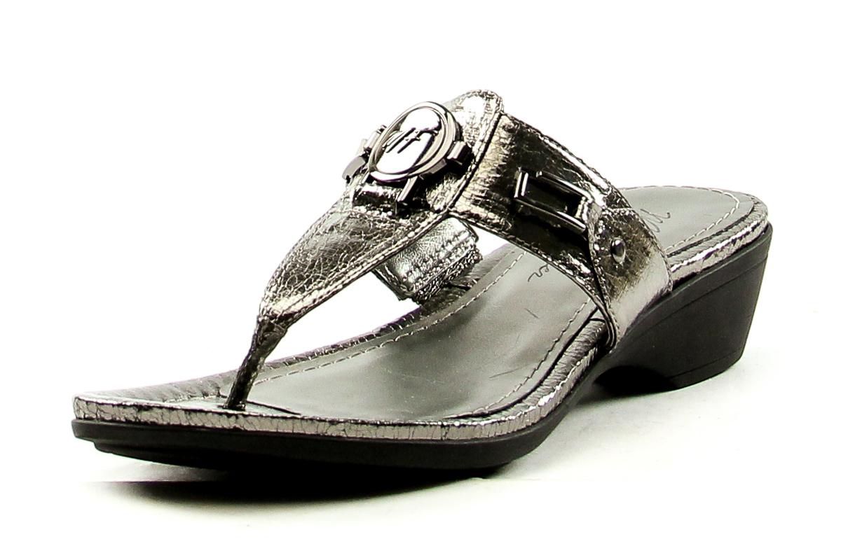 Sonoma womens black sandal M(7-8) Medium