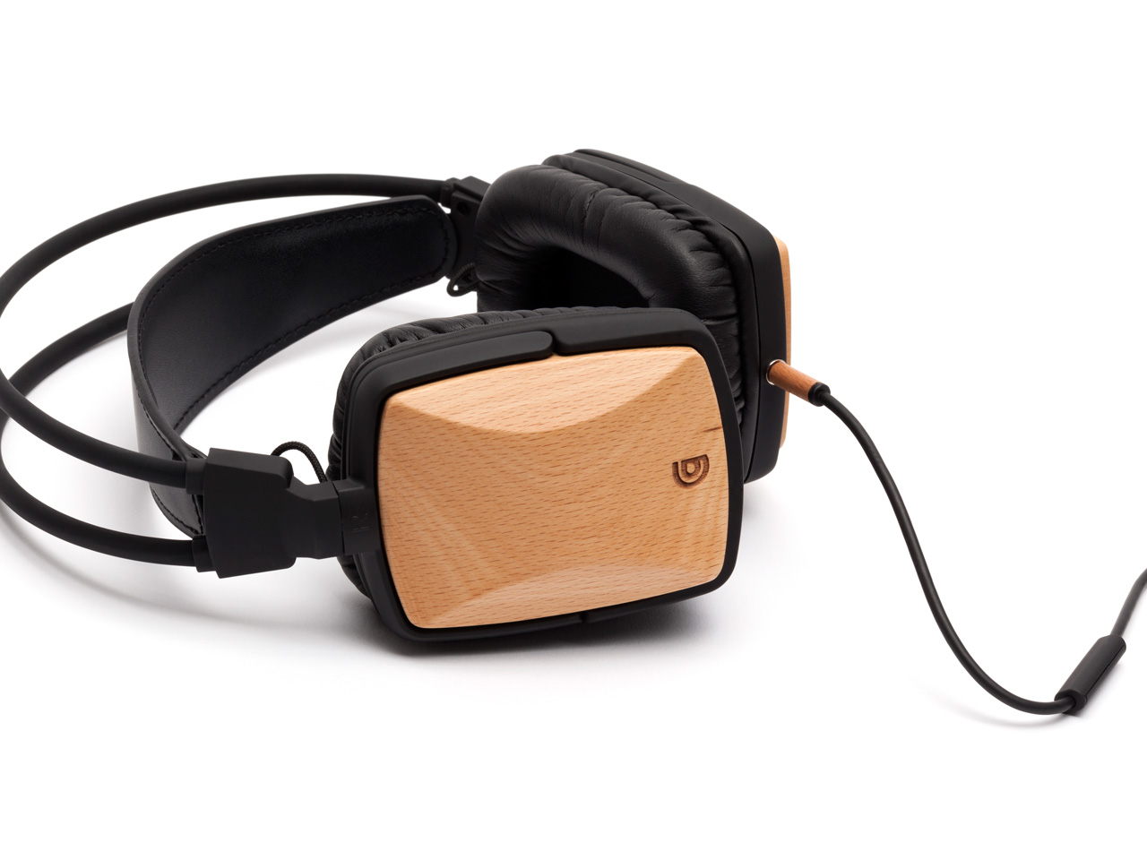 That's why Griffin is proud to offer these exceptionally great-sounding and great-looking headphones, each with unique hand-turned wood, color and markings, polished to a smooth, satin finish.The wooden housings are fashioned from real wood, available in:Walnut- Wood from walnut trees, used in making of fine furniture, gunstocks, and decorative pieces, with distinctive wood grain and rich, dark coloring.Sapele- Also known as aboudikro, wood from African sapele trees, used for making musical instruments, reminiscent of mahogany, with distinctive grain and coloring.Beech- Wood from beech trees, with clear wood grain and light coloring.These headphones pair the excellent acoustic qualities of the wood with 50 mm neodymium drivers. One listen, and you'll agree that it's a good match. Griffin WoodTones headphones impart warm overtones that accentuate the mid-range. Vocals come alive, and low frequency bass emerges without distorting harmonics or clarity-destroying echoes. You'll notice an