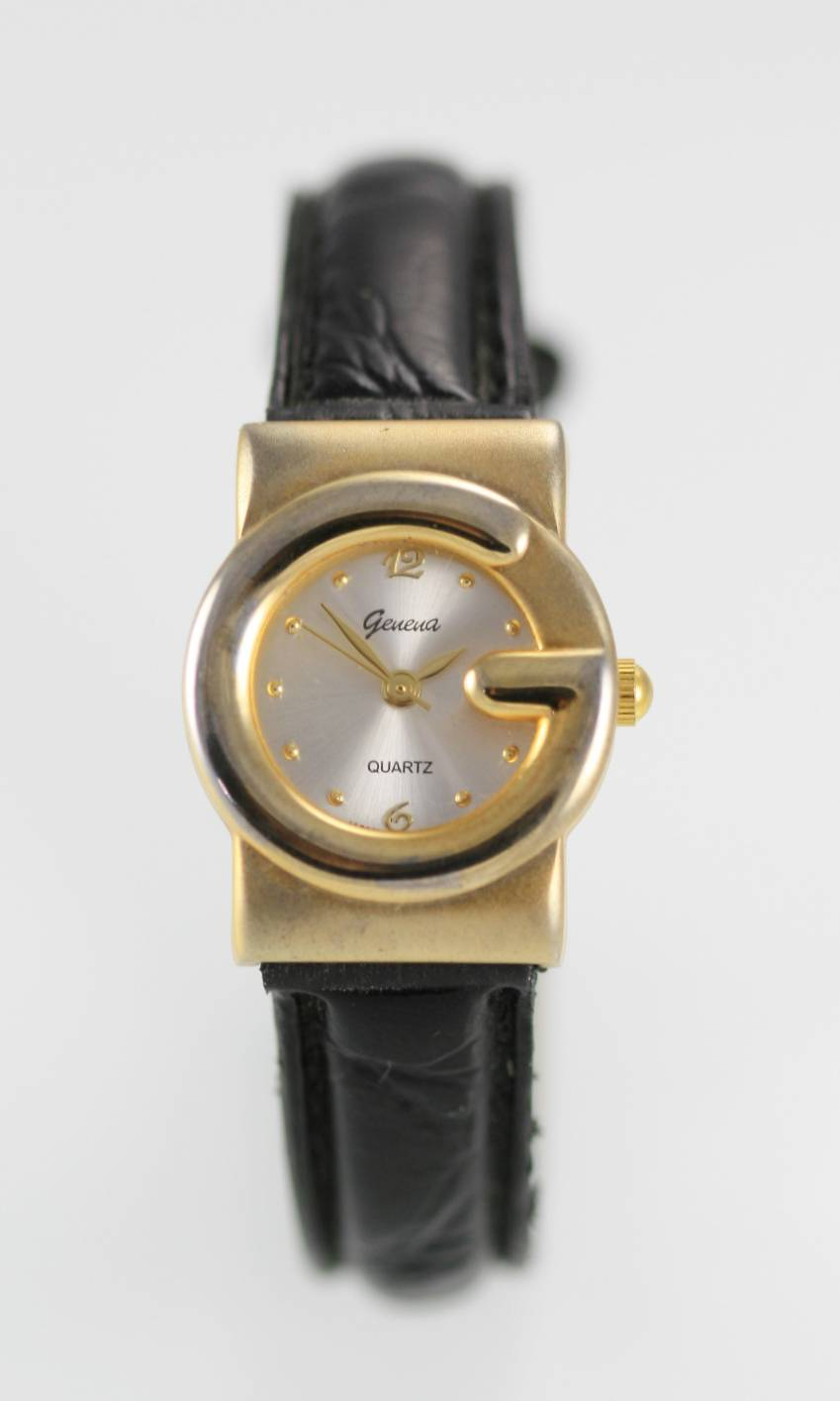 How to change battery on a Geneve Quartz Watch? - YouTube