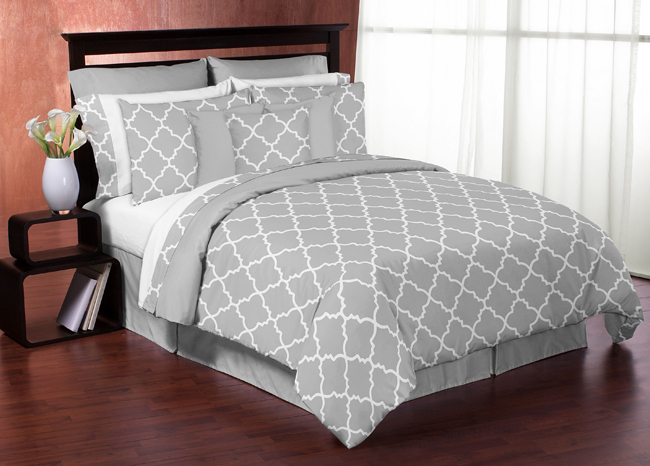 GRAY & WHITE TRELLIS PRINT KING SIZE BED IN A BAG