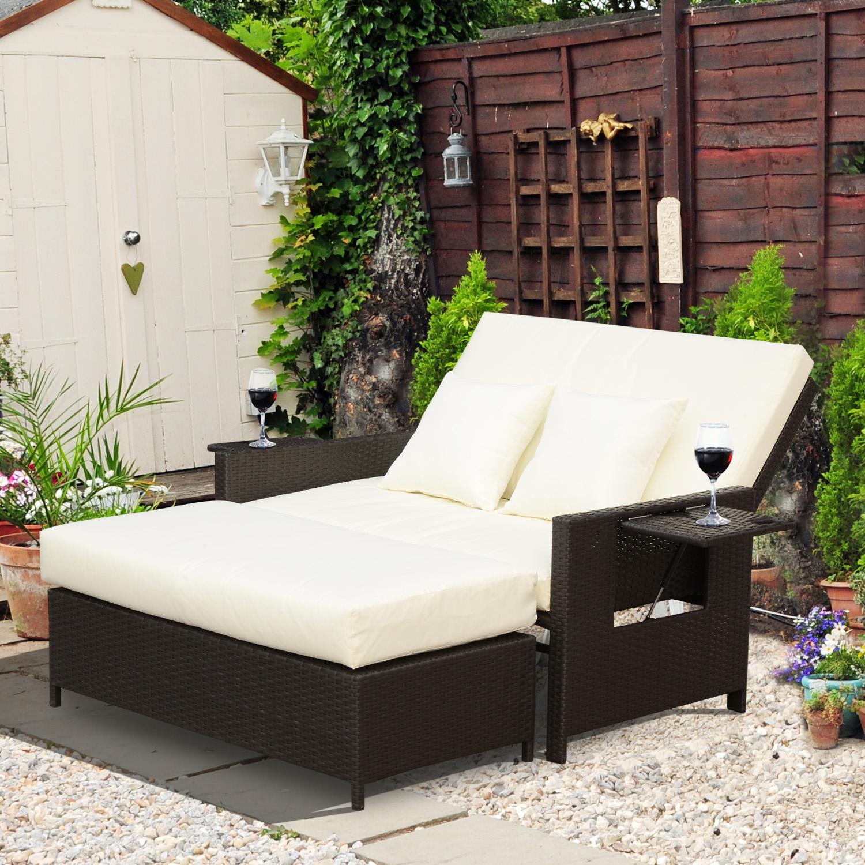 Mit Unserem Multifunktionalen Gartensofa Set Wird Ihnen Einen Gemütlichen  Platz Zum Sitzen, Schlafen Oder Zur Entspannung Angeboten.