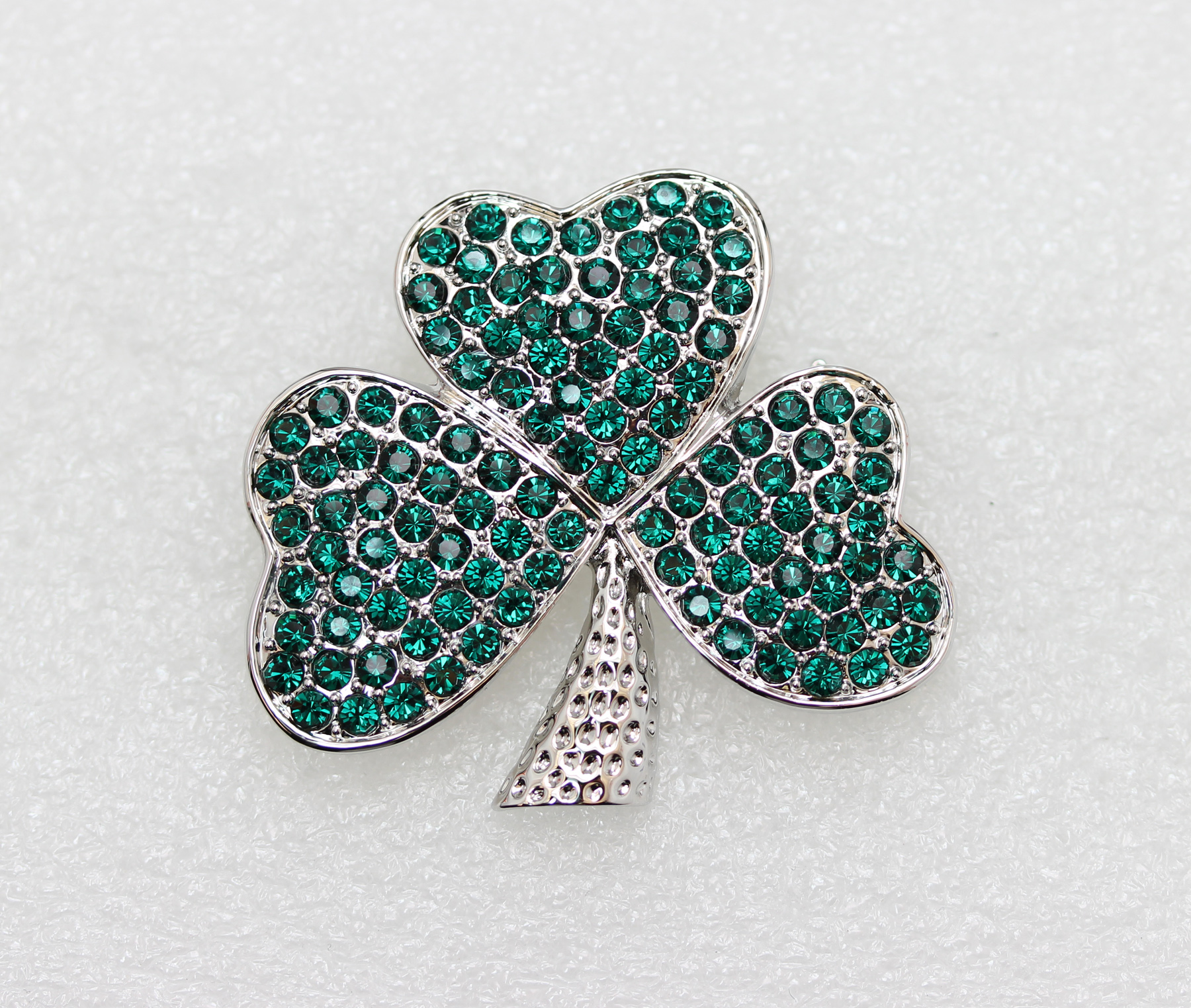 Emerald-Color-Green-Crystal-Shamrock-Clover-Leaf-Pin-Brooch-St-Patricks-Day thumbnail 9
