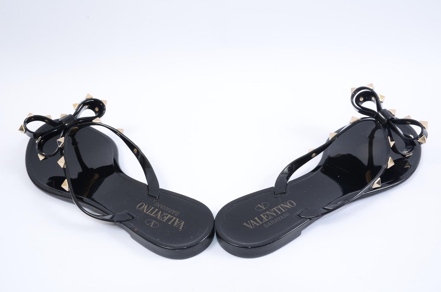 300f19b3f956 Valentino Rockstud black 9 39 rubber bow flip flop slide on sandal shoe  345