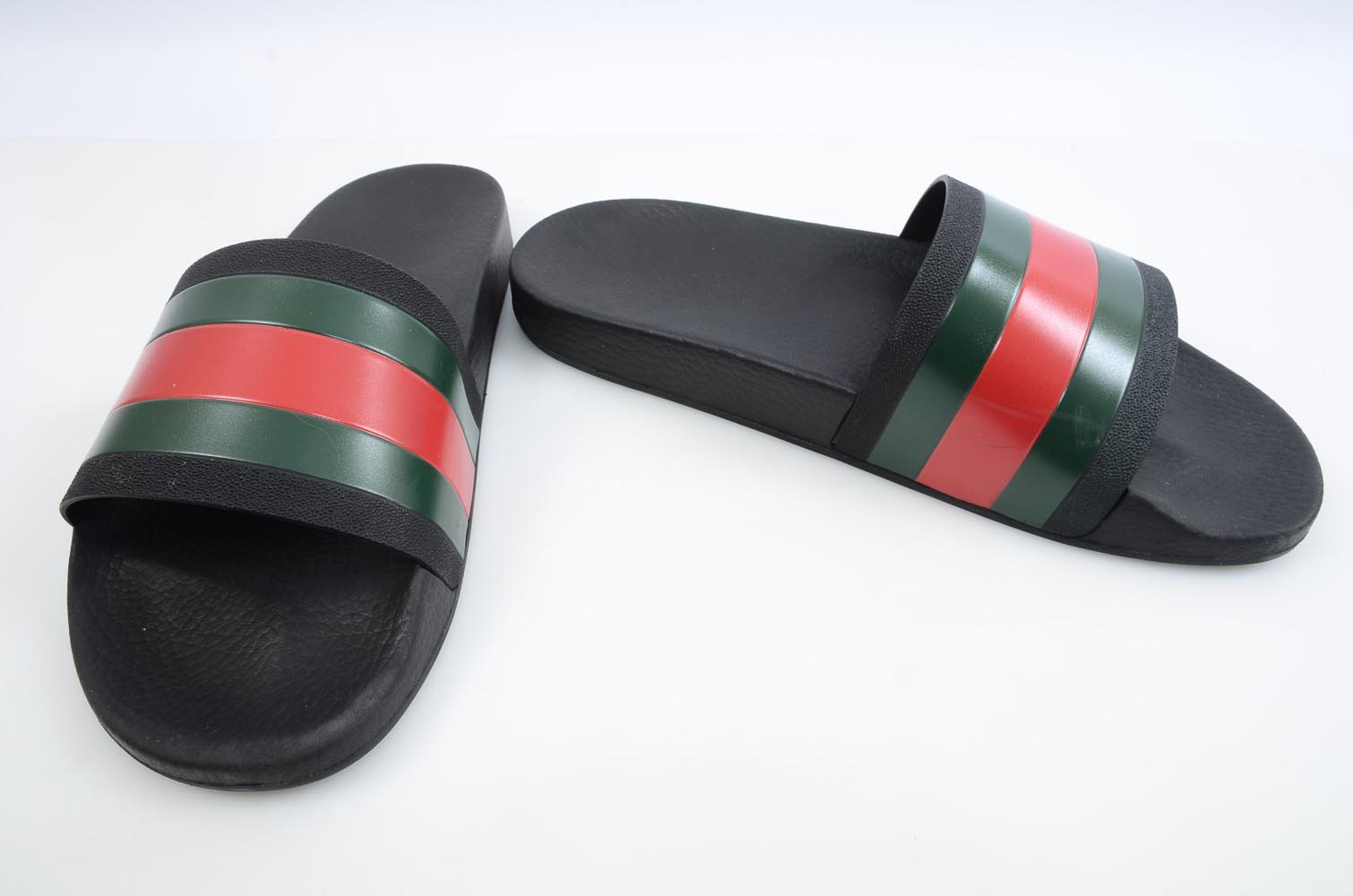c0357bad8365 Gucci Pursuit black multi 12 signature stripe pool slide sandal UK11 shoe   210