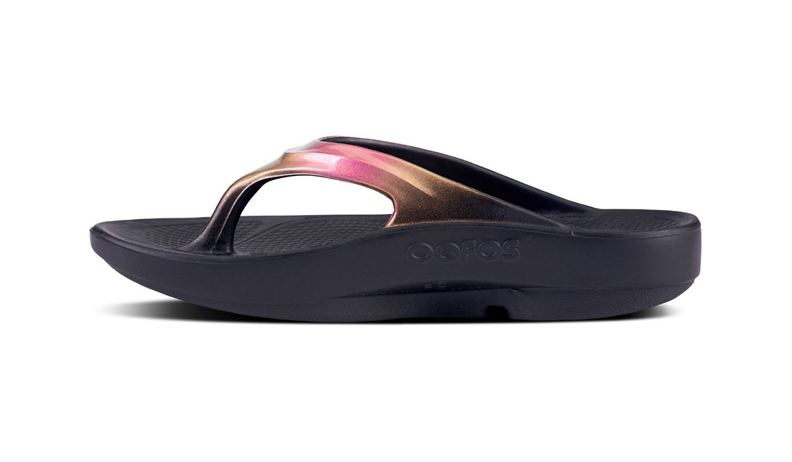 Women's Oofos OOlala Luxe Recovery Sandal - Color: Black/Rose Gold - Size: 9, Rose Gold, large, image 3