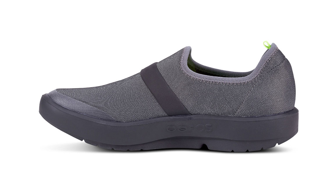 Women's Oofos OOmg Fibre Recovery Shoe - Color: Black/Grey (Regular Width) - Size: 6, Black/Grey, large, image 4