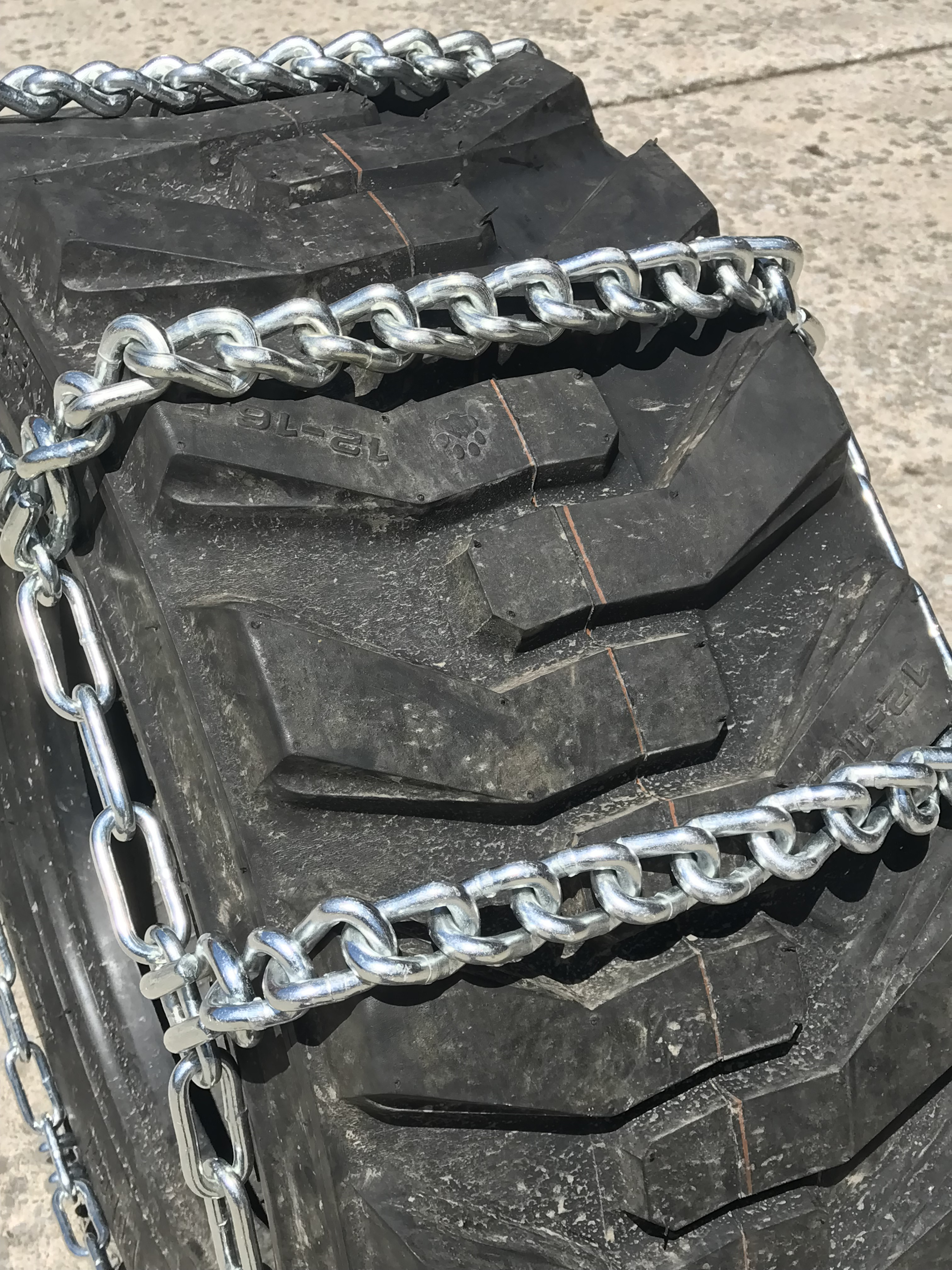 TireChain.com Compatible with Mahindra 3540 HST Cab AG R1 Front 9.5-16 V-BAR Tire Chains