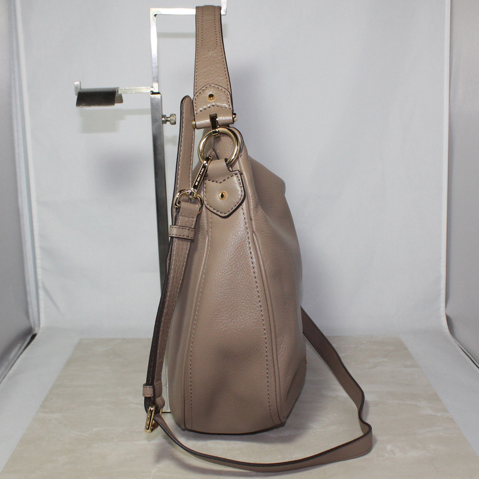 29f49d21ea4158 Michael Kors MK Taupe Women's Heidi Hobo Tote Bag 30T6GH6L2L (852 ...