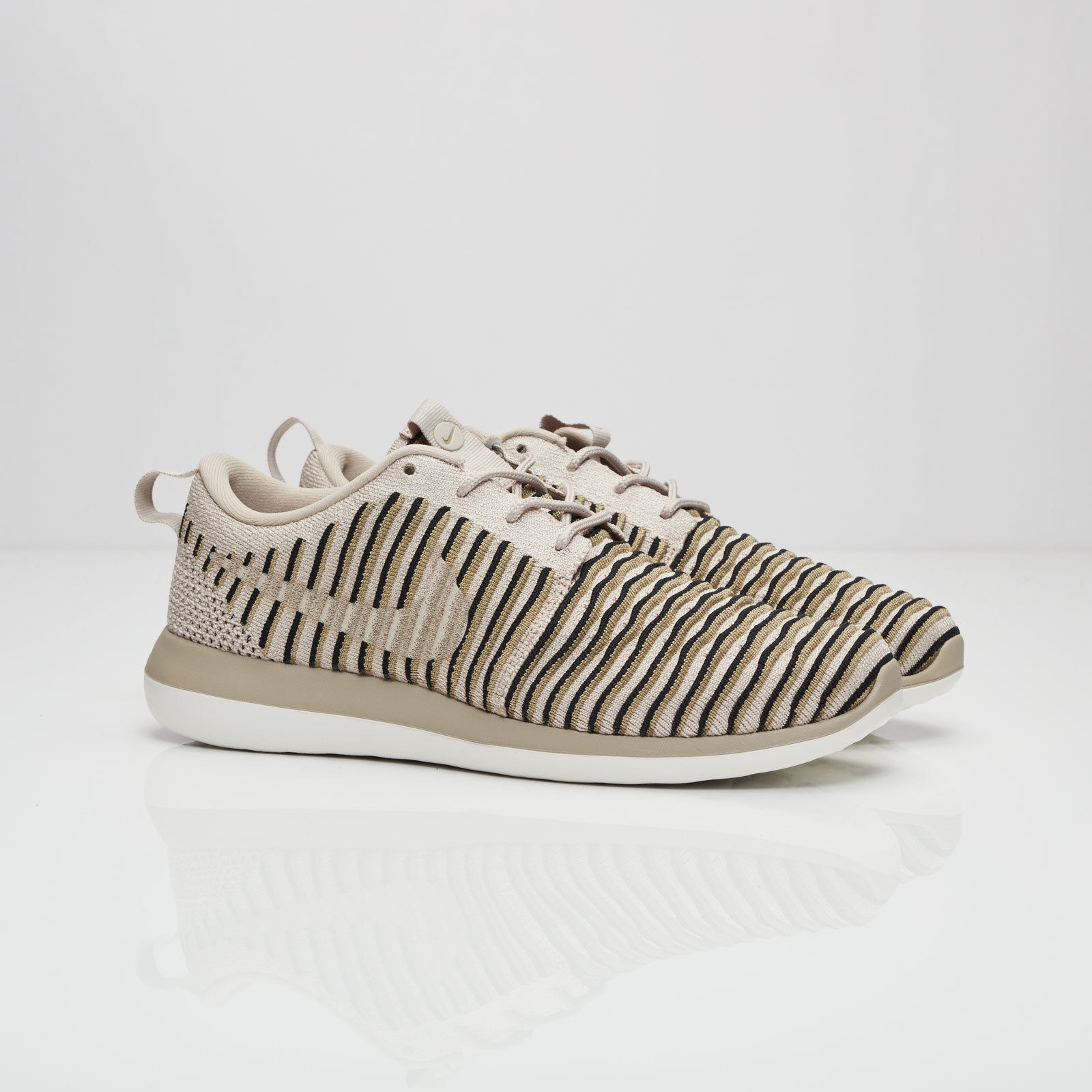 Details about Nike Roshe Two Flyknit 844929 200 Womens Trainers