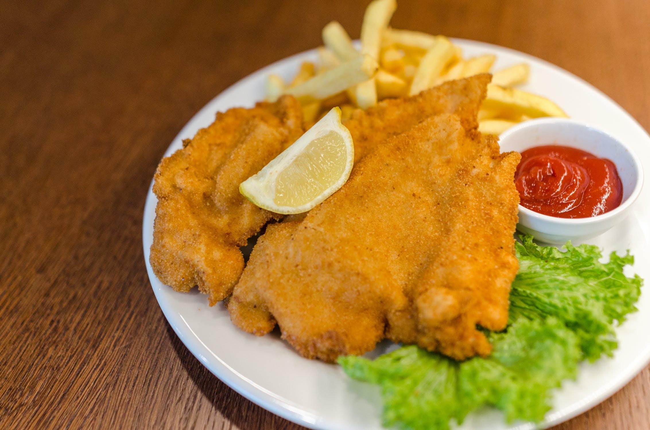 fried fish. deep fryer, thelashop