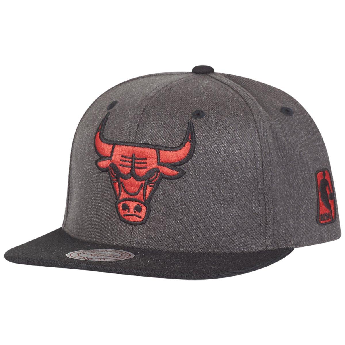 Buy Mitchell   Ness Flexfit 110 Snapback Cap - Chicago Bulls online ... 2b33752b7d6