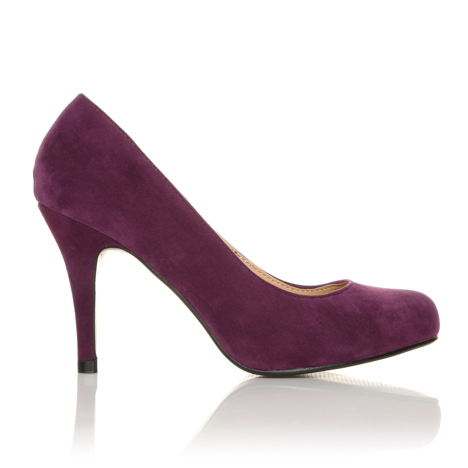 Step out in a pair of court shoes. Slingbacks and kitten heels are perfect for formal occasions alongside designs with bow details and ankle straps. Suede and patent leather designs add impact to tailored trousers and suit dresses for the office.