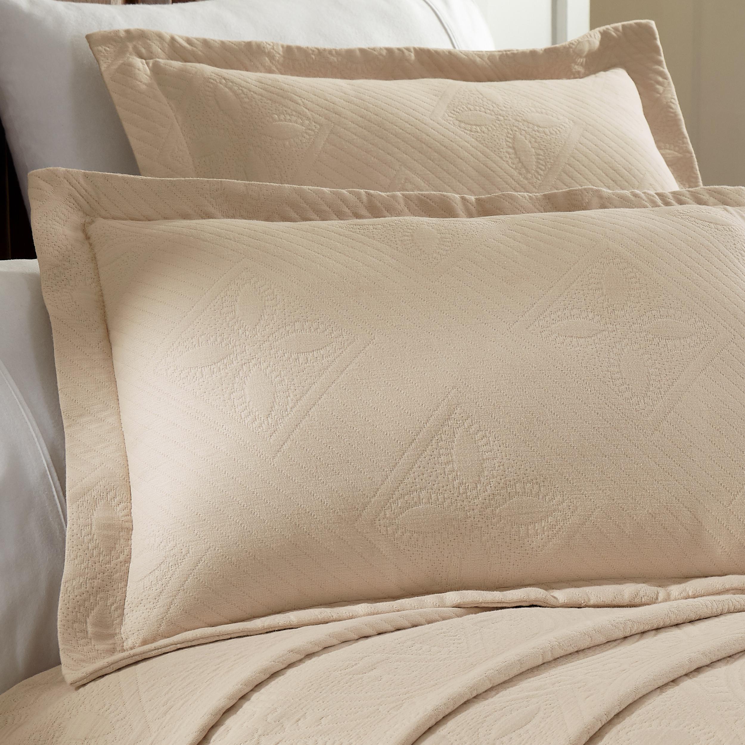 Celtic-Circle-Cotton-Jacquard-Matelasse-Scalloped-Bedspread-Set thumbnail 6