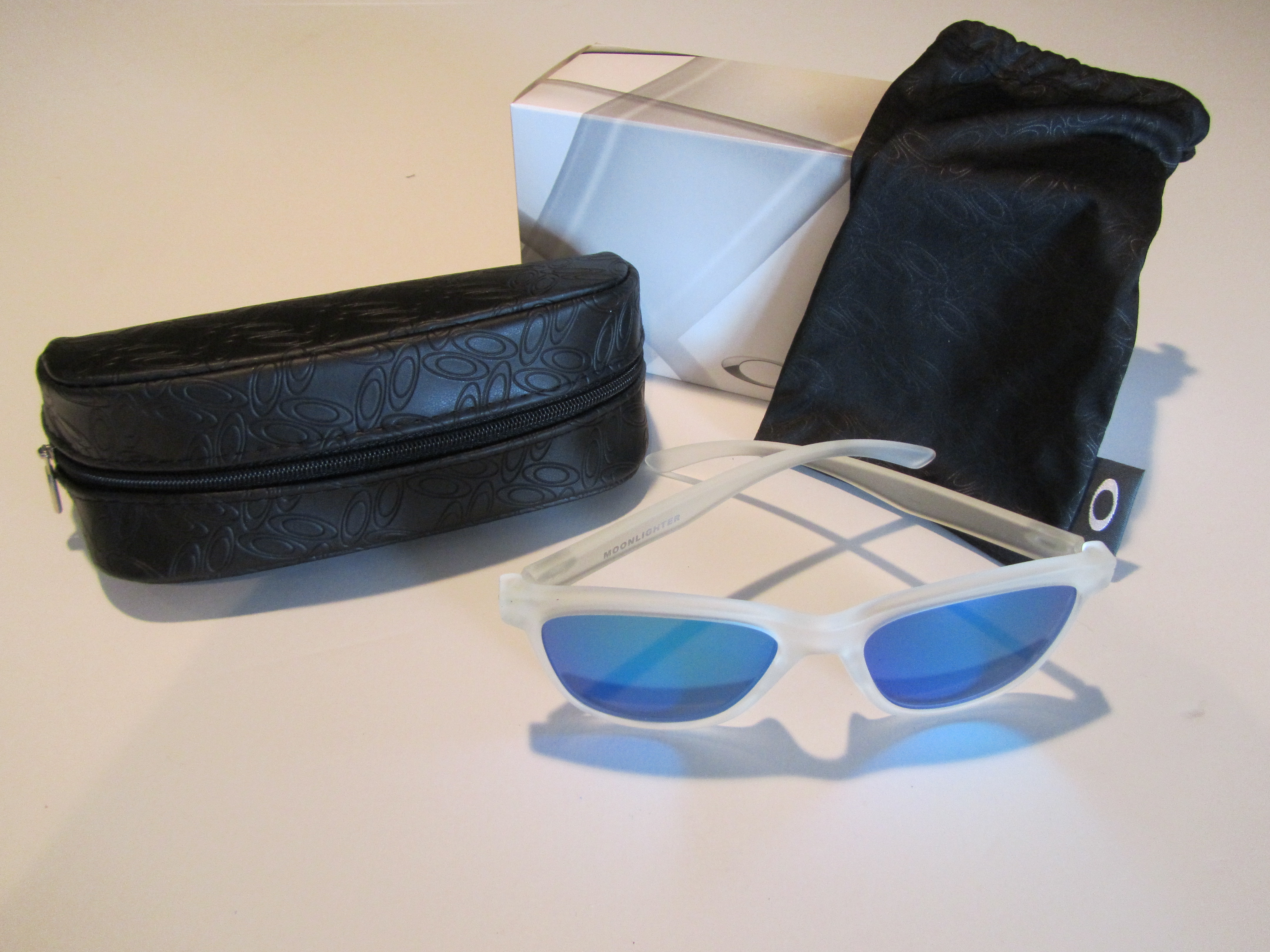 9043aad688 Details about New Oakley Moonlighter Sunglasses Frost Sapphire Iridium  OO9320-03