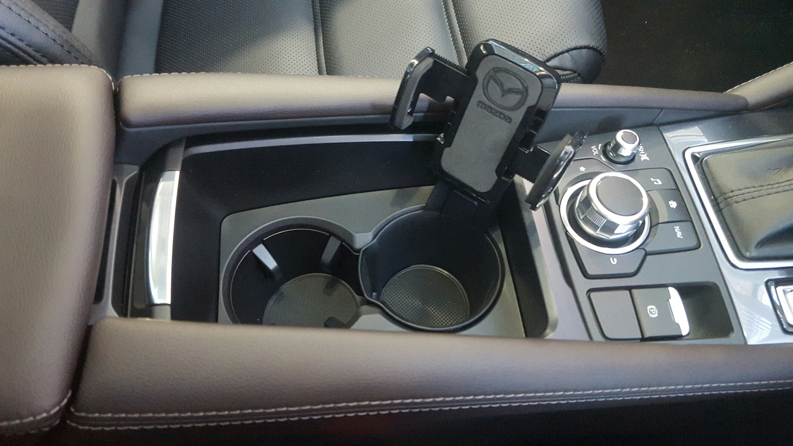 new genuine mazda 3 bn 6 gj gl mobile phone cup holder. Black Bedroom Furniture Sets. Home Design Ideas