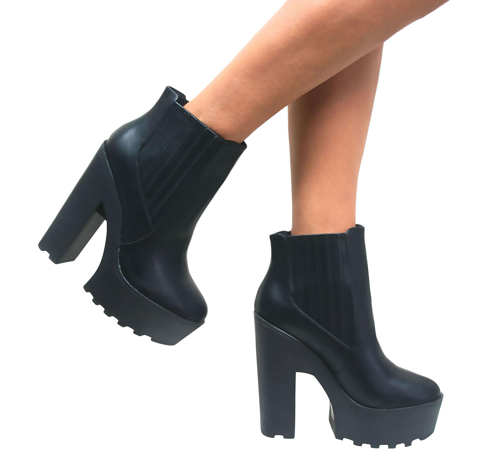 Ladies Un Chelsea Shoes