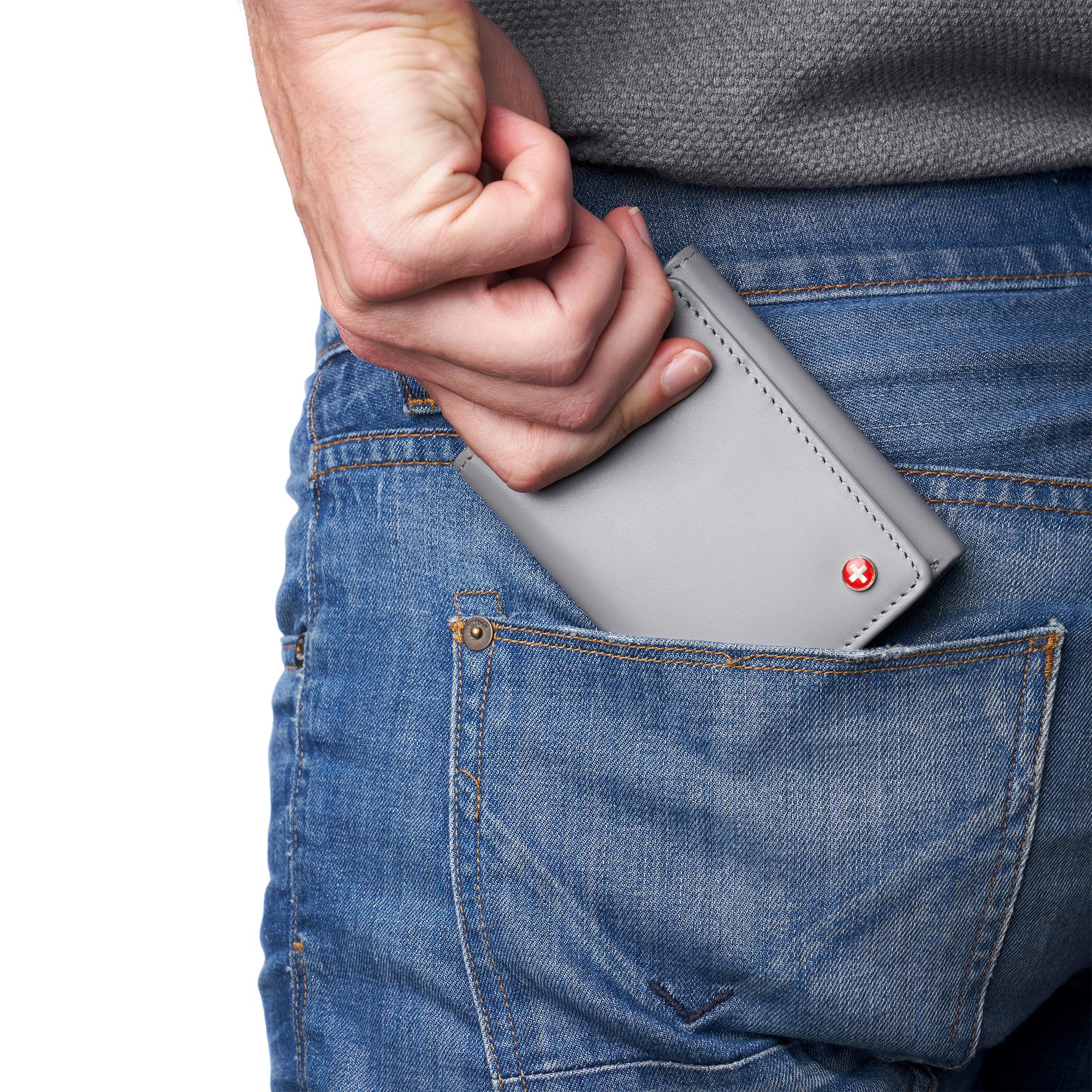 Alpine Swiss Mens Leon Trifold Wallet RFID Safe Bifold Genuine Leather ID Window