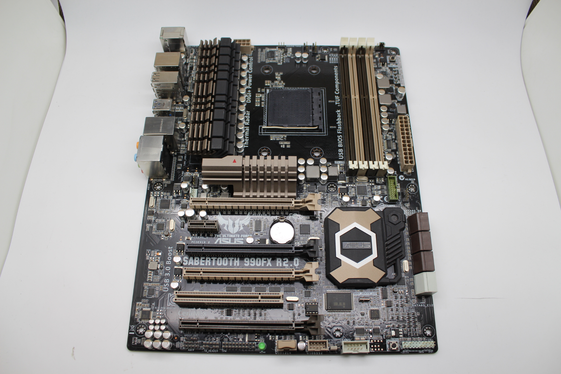 Asus Sabertooth 990fx R2 0 Socket Am3  Ddr3 Usb3 1 Amd 990fx Atx Motherboard