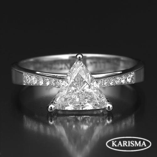 DIAMOND TRIANGLE CUT RING 1 37 CARAT 18 KARAT WHITE GOLD SIZE 4 1